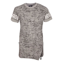 Grå t-shirt med sort allover print og fede detaljer fra First Grade - SPACE-MONKKI-GREY